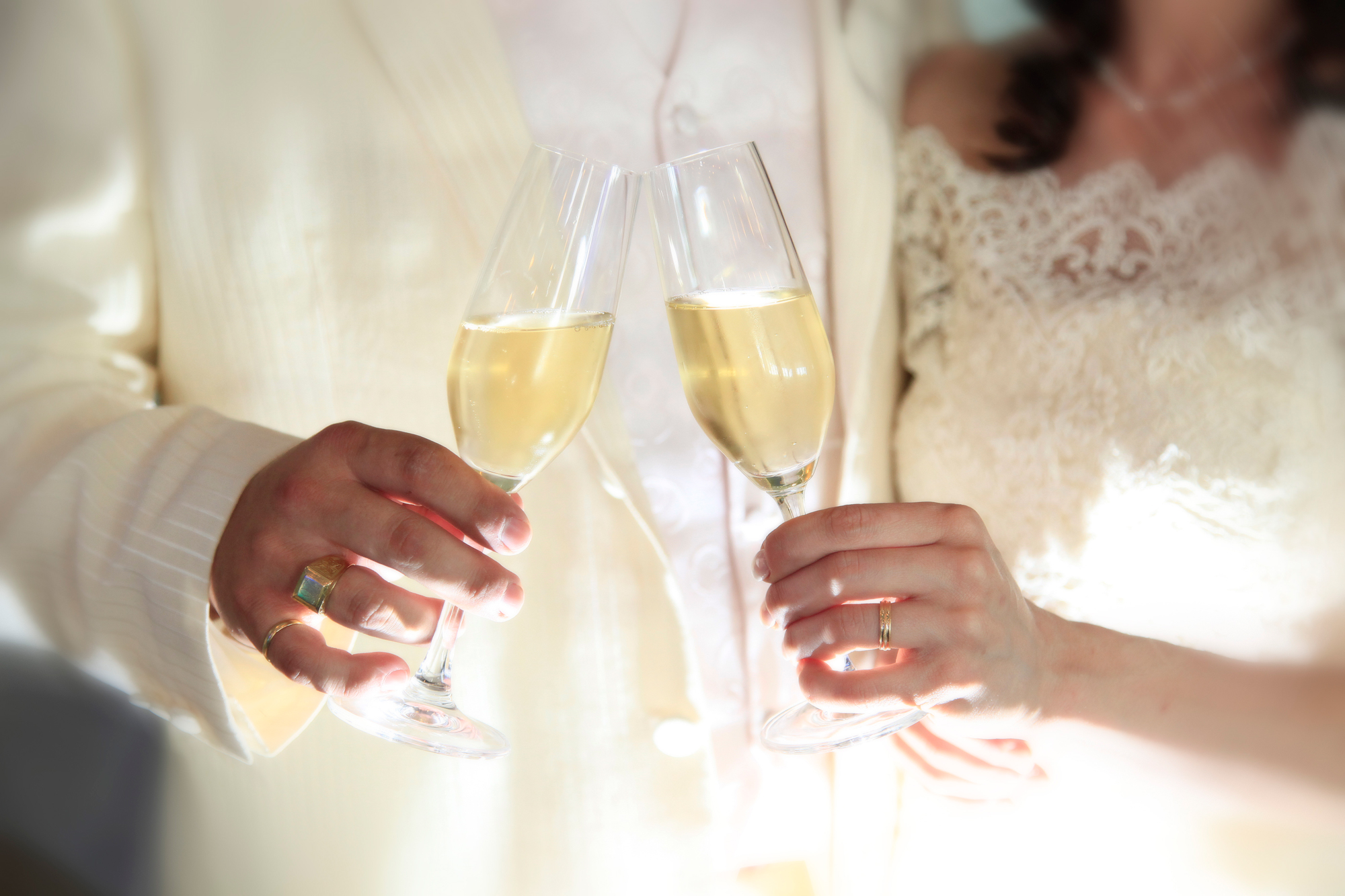 Toasting At Your Wedding Prosecco Is The New Champagne Liquid